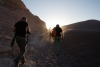 13 net voor zonsondergang op weg naar de hoge zandduinen