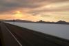 05 prachtige route bij ondergaande zon - DWight D eisenhower HWY 80 - Great Salt Lake Desert - Utah - richting Nevada SAM_7367