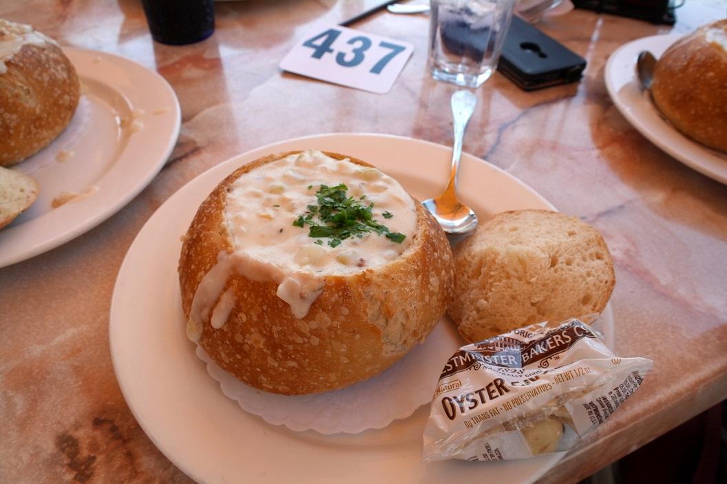02 bijzonder broodje soep - White Chowder Bread Bowl SAM_8240