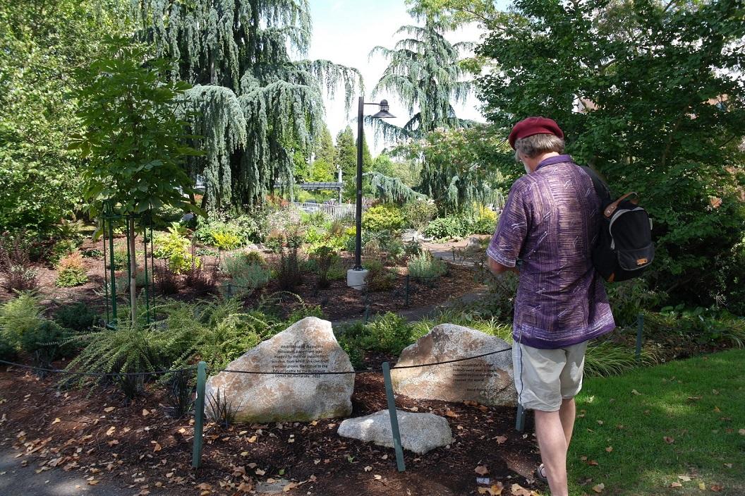 09 klein vredes park in Seattle met woorden van Anne Frank bij Space Needle SAM_8388