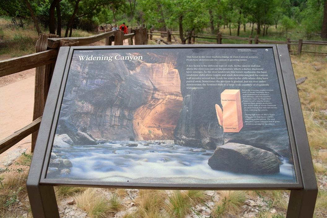 37 uitleg hoe de Canyon zich verbreedt door de werking van het water SAM_6750