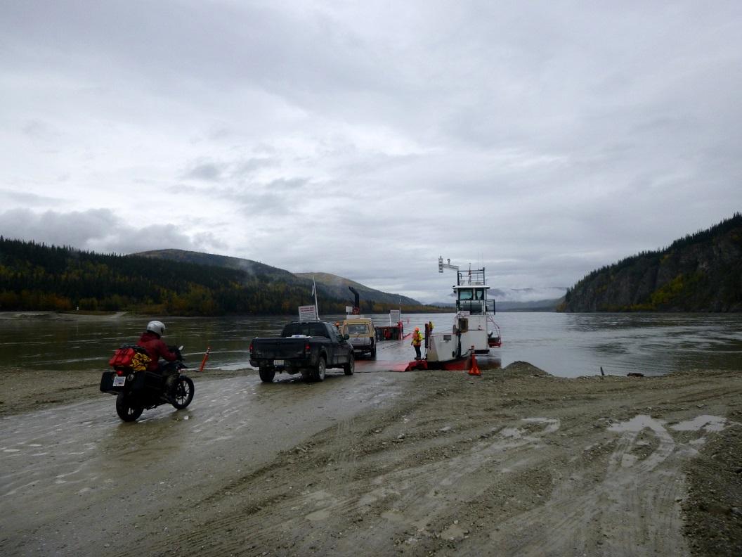 01 Ferry vanaf Dawson City naar de overkant - Top of the World Highway & Alaska