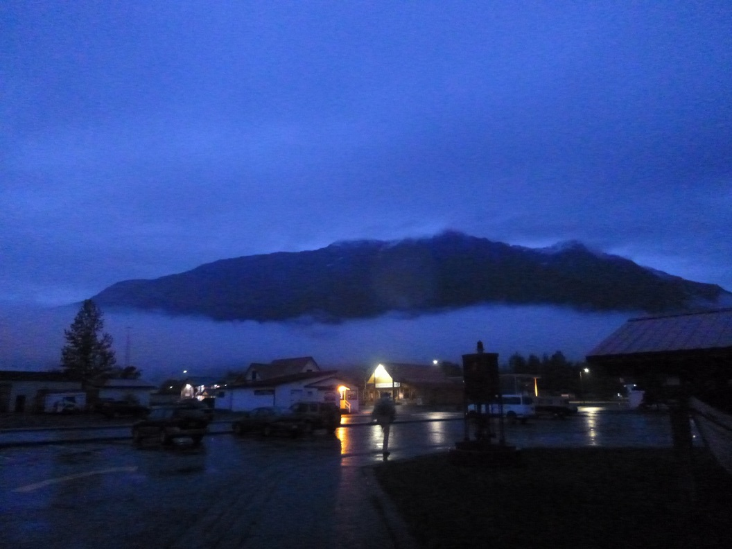 31 in de late avond op weg naar onze overnachtings-parkeerplaats bij Susan en Kathy in Valdez P1030502