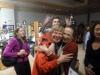 30 hartelijk afscheid van Rika Mouw - kunstenares en mede organisatoren van de opening Decolonizing Alaska - Valdez Museum P1030499
