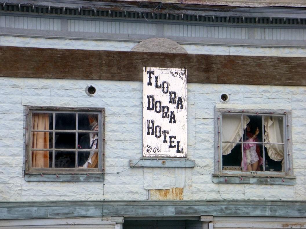 32 FLORA DORA HOTEL vermaak van weleer P1020887