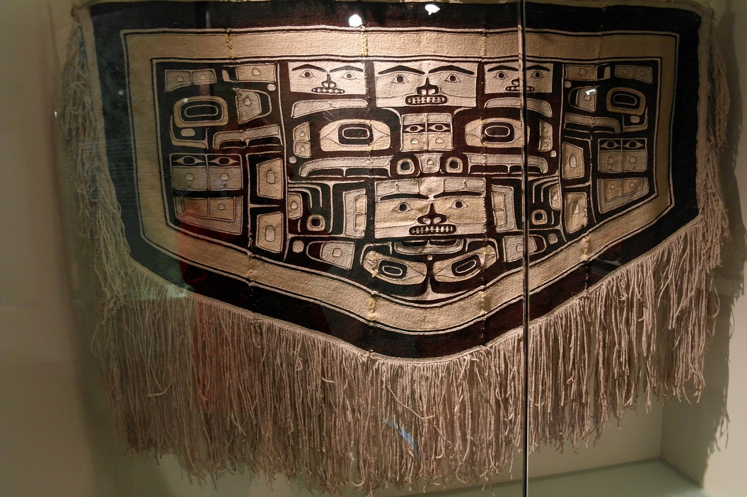 07 Chilkat Ceremonial Robe (wol van berggeit en berken-bast)SAM_0294
