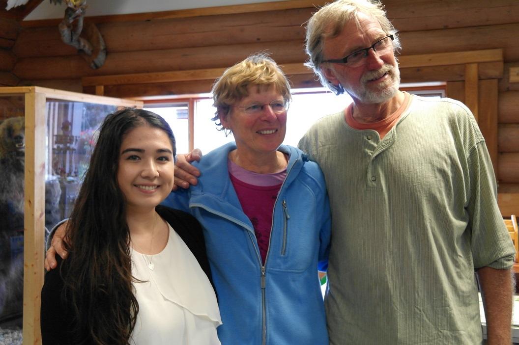 21 tot onze grote verrassing treffen we Maria achter de bali! Maria kennen we vanuit Parismina-Costa Rica tijdens onze week bij de zeeschildpadden SAM_0363
