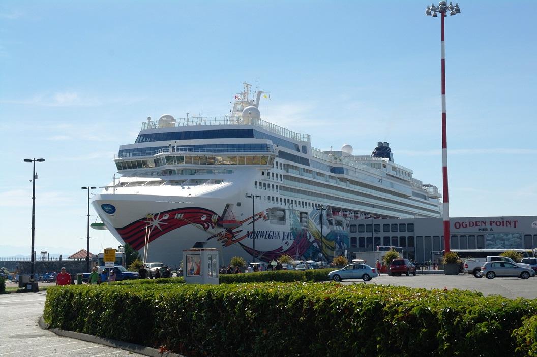 32 Noors Juweel in de haven van Cruise Ship Terminal aan James Bay - Victoria BC - Vencouver Island SAM_9163
