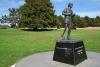 33 Terry Fox monument. Terry Fox, jongeman die op 18 jarige leeftijd de diagnose bone cancer kreeg, begon aan zijn Maraton of Hope om geld in te zamelen voor kankeronderzoek SAM_9171