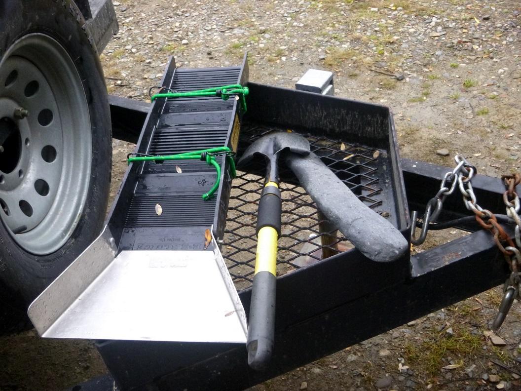 04 gereedschap van de goudzoeker - in de rivieren van de omgeving van Walker Fork Campground P1020940
