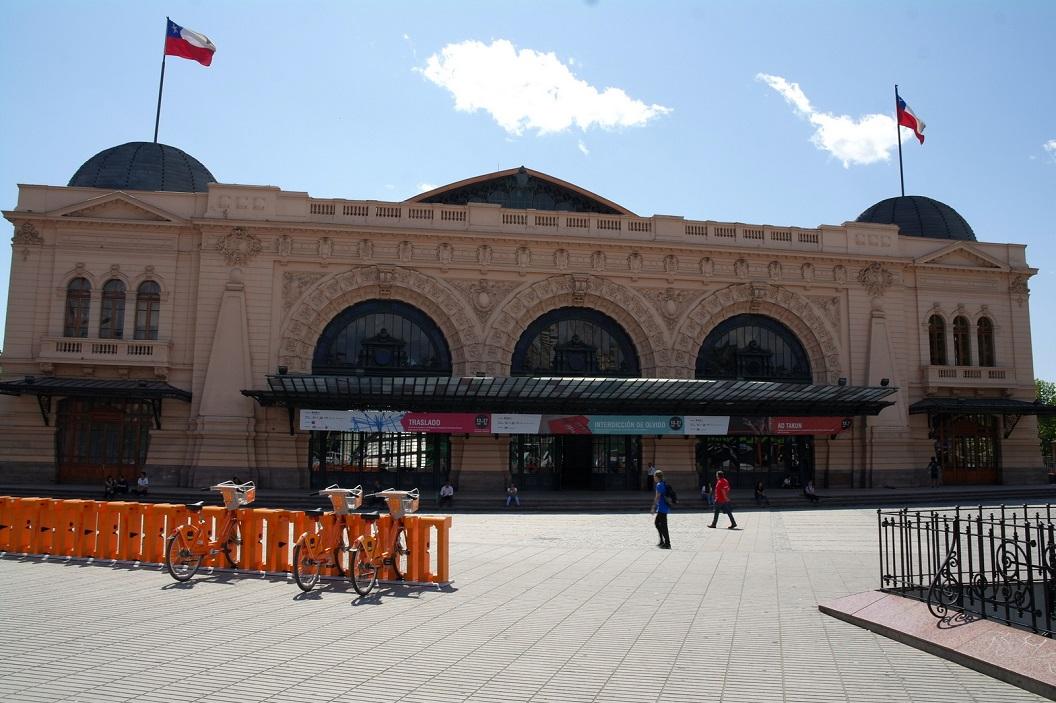 12 Estacion Mapocho (1912) tegenwoordig in gebruik als cultureel centrum voor concerten, tentoonstellingenen jaarlijkse boekenbeurs