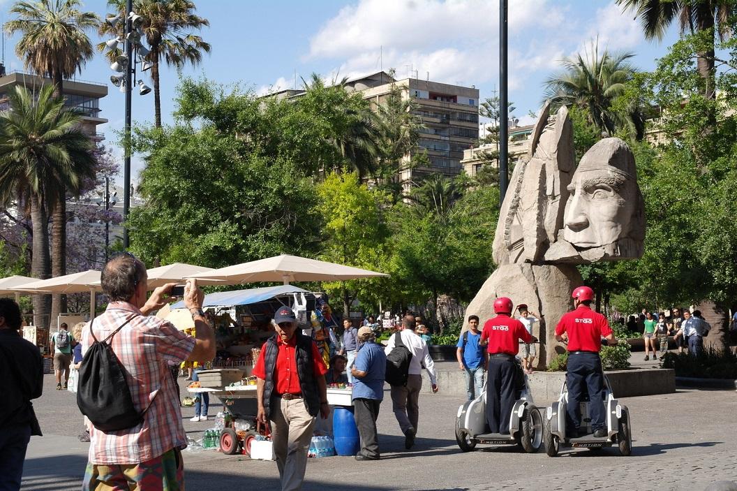 22 Plaza de Armas, de oude  Wapenplaats,(alle hoofdpleinen van Chili heten zo) een groen eiland vol leven en gezelligheid