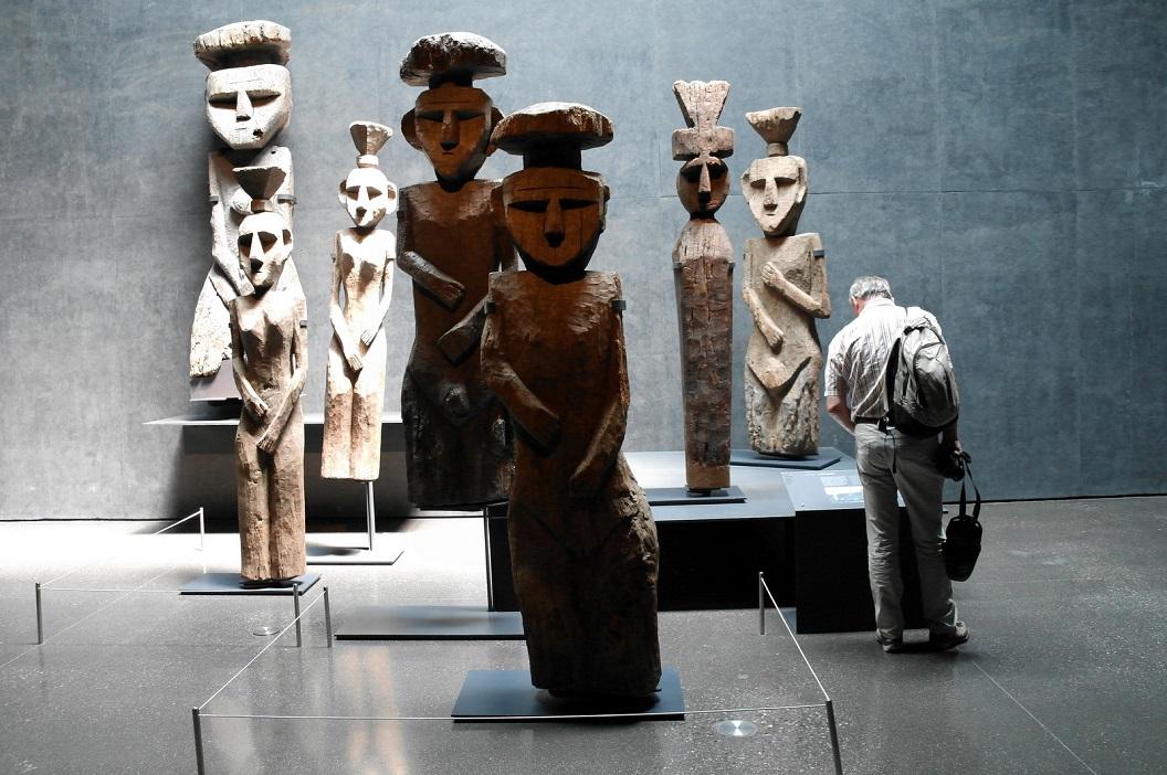 30 Mapuchi (ca 1700) symbolen op de graven van belangrijke Mapuchi, de oorspronkelijke bevolking van Chili