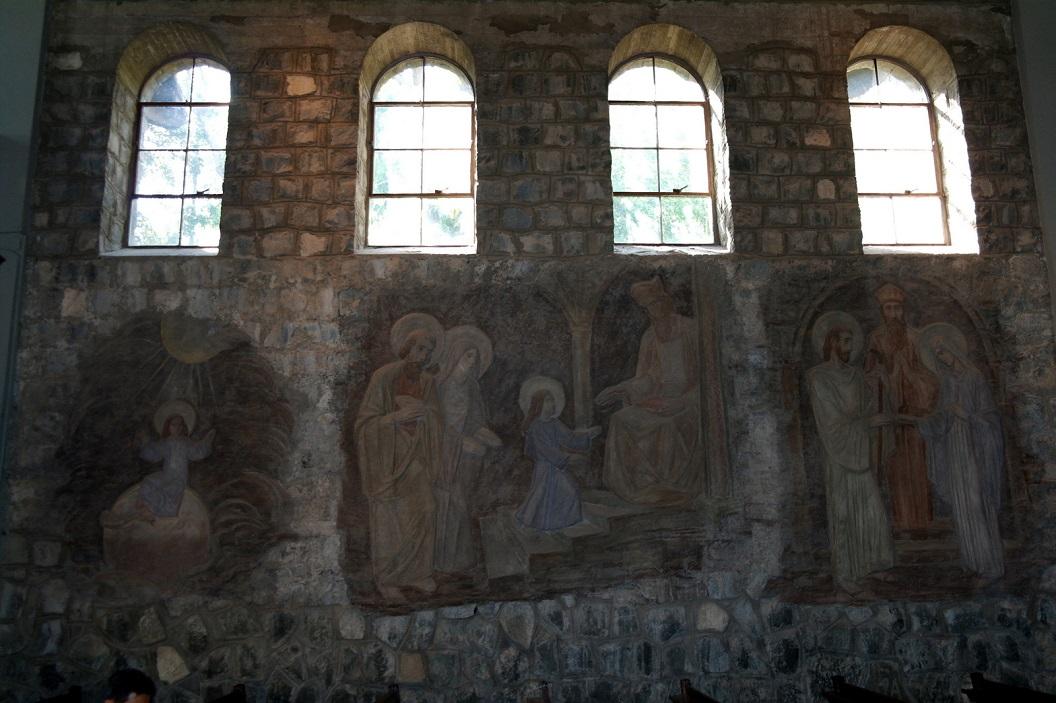 45 muurschidering in het kerkje van San Cristobal