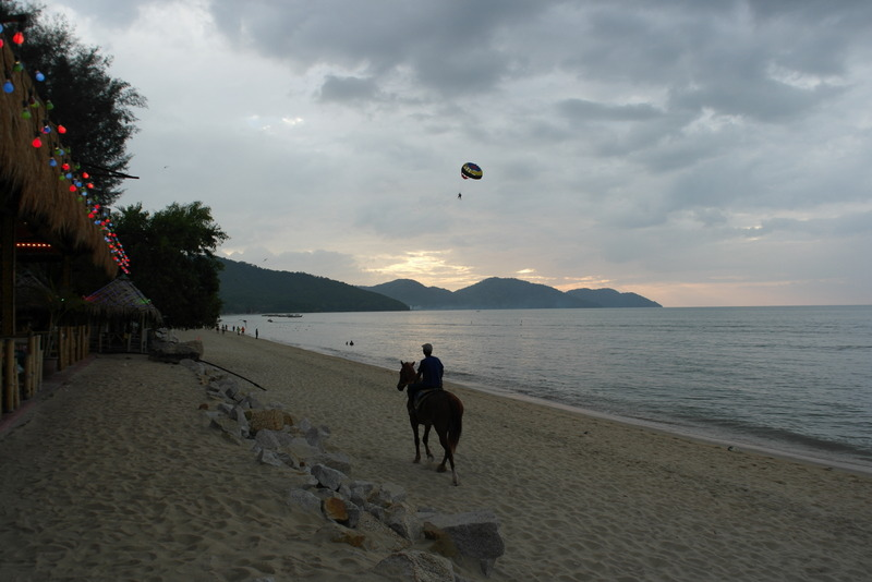 q01-bezoek-aan-strand-batu-ferringhi-penang-island