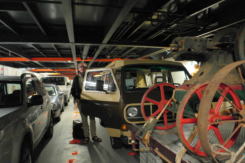 03-ons-vw-busje-in-de-vehicle-decks-van-de-spirit-of-tasmania