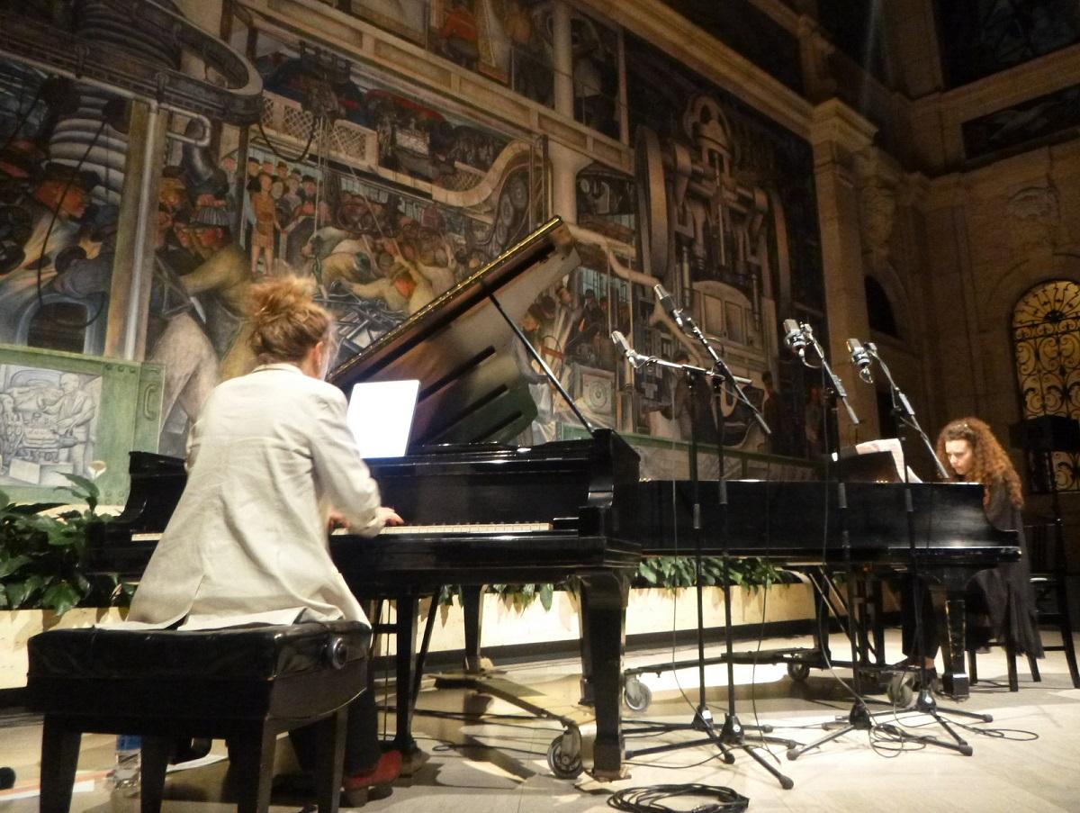 42 dubbel piano concert - links Lisa More - rechts Sonya Lifschitz
