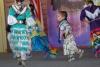 3 vol overgave, het jongste indianen meisje (4jr) van de Great Plains Dance Company