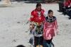 7 dochter blij en trots, op weg naar haar volwassenheid als officieel lid van haar stam