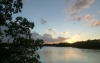 5 ondergaande zon op een van de binnen meren van Key Largo