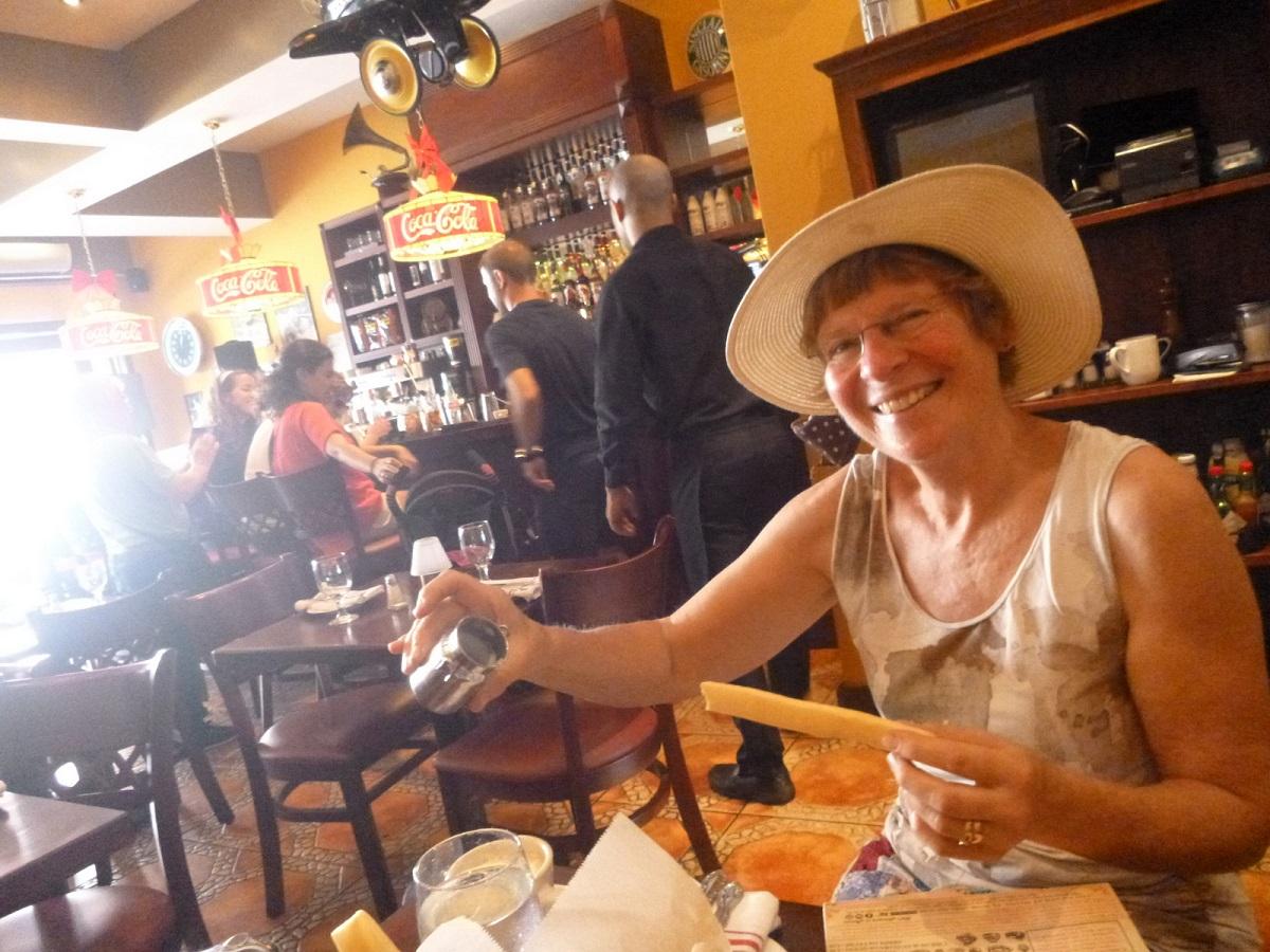 09 toast, met veel gezelligheid om ons heen en … jarig vandaag!