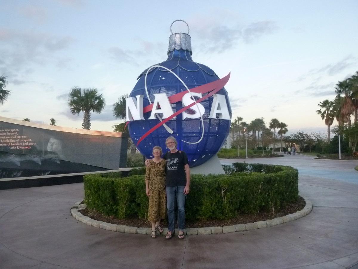 12 NASA in Kerststemming
