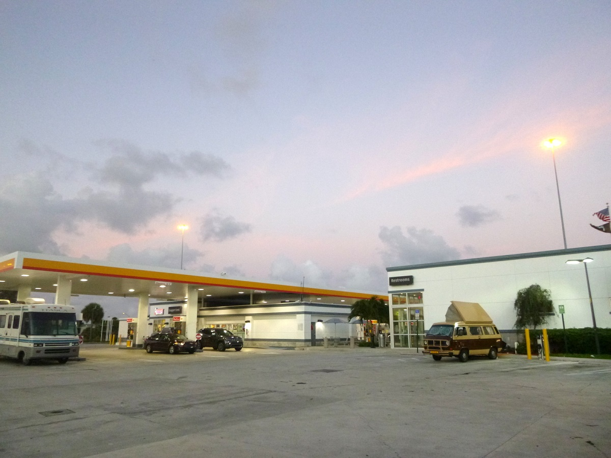 14 Welcome to Shell – Snapper Creek Turnpike Plaza – voor overnachting – Rest Area – Miami