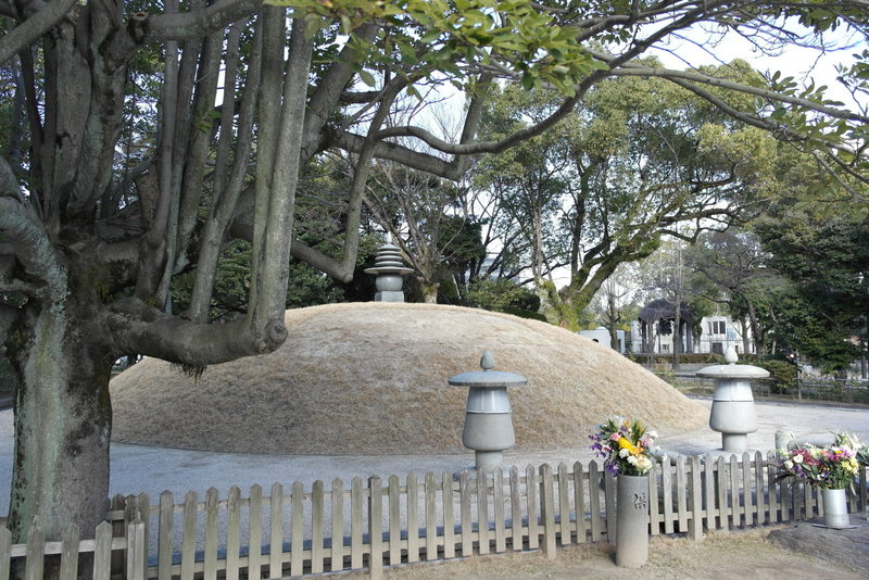 30-atomic-bomb-memorial-mound-contains-the-ashes-of-70-000-unidentified-victom-of-the-bombing