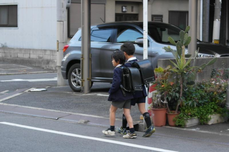 53-hiroshima-kinderen-op-weg-naar-school