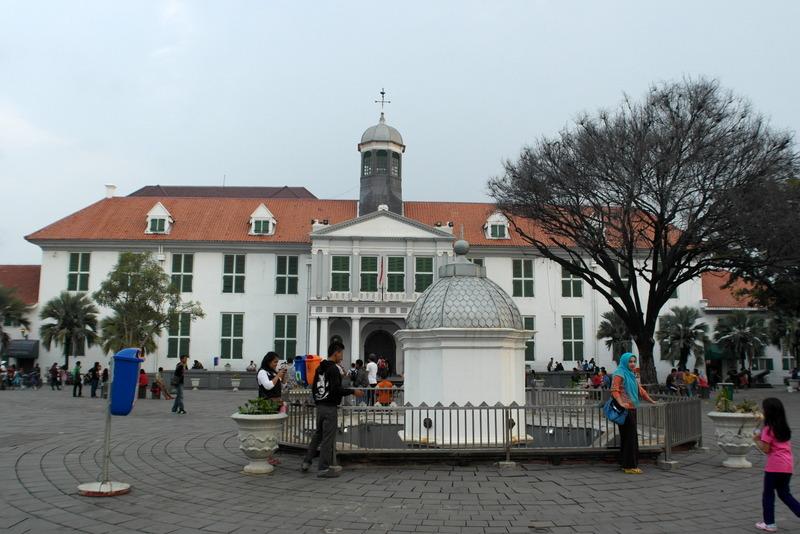 207-gouveneurs-kantoor-1707-in-de-tijd-van-voc-en-toen-jakarta-nog-batavia-heette