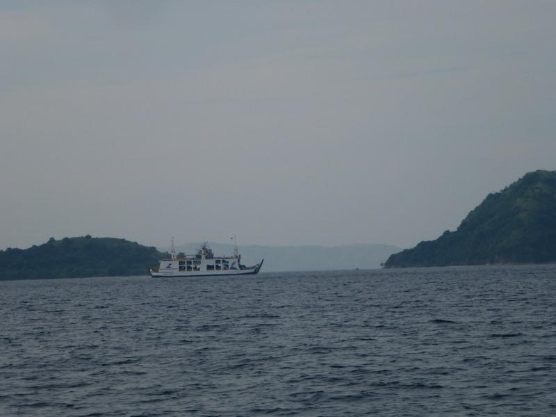 30-in-de-verte-het-veer-dat-dagelijks-vaart-tussen-de-grotere-eilanden