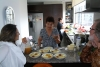 09 bij moeder Maria Vallejo de Andrade uitgenodigd voor de maaltijd Fanesca. Fanesca is een zeer traditionele soep uit Ecuador, en slechts 1 x per jaar bereid tijdens pasen