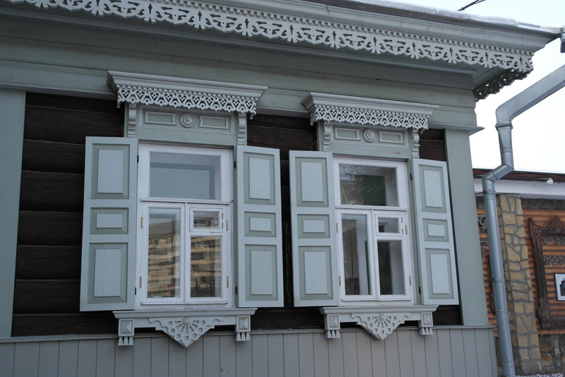 07-traditioneel-raamwerk-met-luikenthe-museum-of-irkutsk-life
