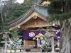 12-de-tempel-wordt-regelmatig-bezocht-door-jong-en-oud-voor-meditatie-offer-en-4-x-klappen