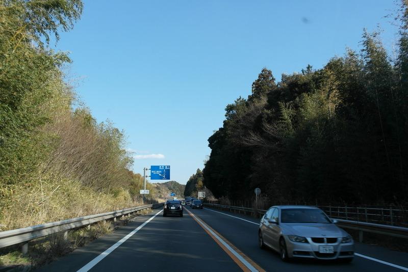 17-onderweg-langs-de-kust-ook-enkele-wegen-door-natuur-gebied