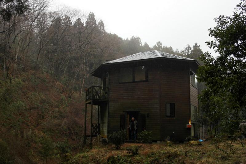 02-willems-huis-in-morigane-zijn-eigen-ontwerp
