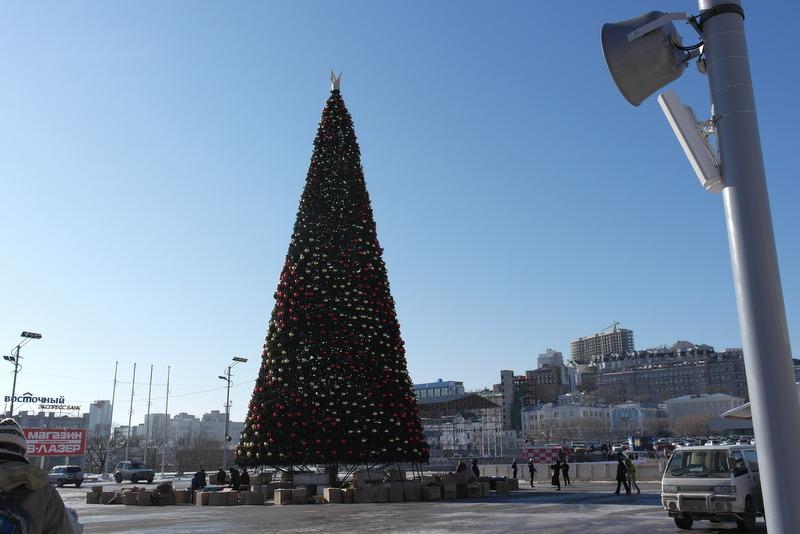 16-kerstboom-op-plein-in-vladivostok
