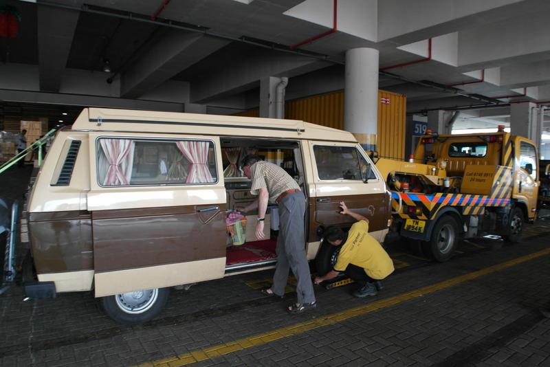 b03-alles-klaar-voor-vertrek-naar-cause-way-woodlands-de-grens-met-malaysia-vandaar-mogen-we-weer-zelf-rijden