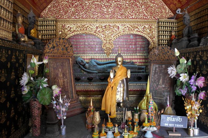 18-boeddha-beelden-in-de-rode-kapel