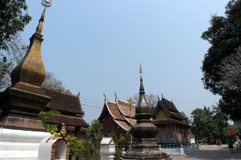 25-binnenplaats-aan-de-achterkant-van-de-wat-xieng-thoung-temple