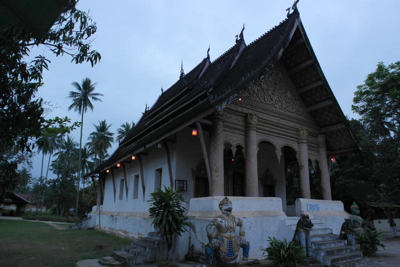 411-de-wat-aham-tempel-een-van-de-de-belangrijkste-van-de-stad-beschermgod-heiligdommen
