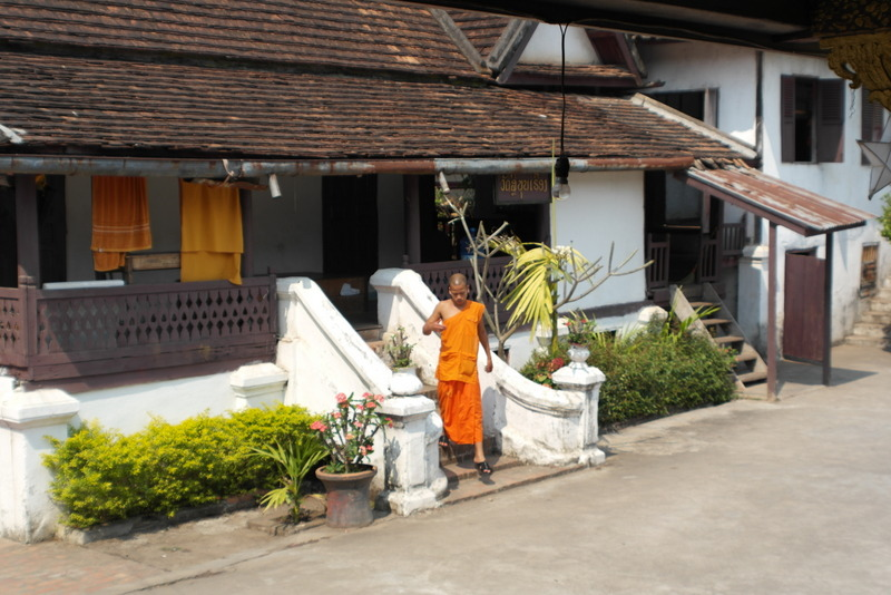430-binnen-het-tempel-terrein-altijd-activiteit