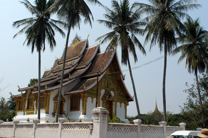 444-de-vat-pho-pha-bang-tempel-op-het-terrein-van-het-koninklijk-paleis