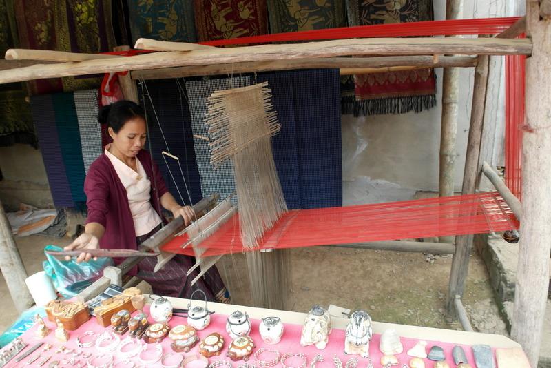 11-weefster-en-verkoop-van-handwerk