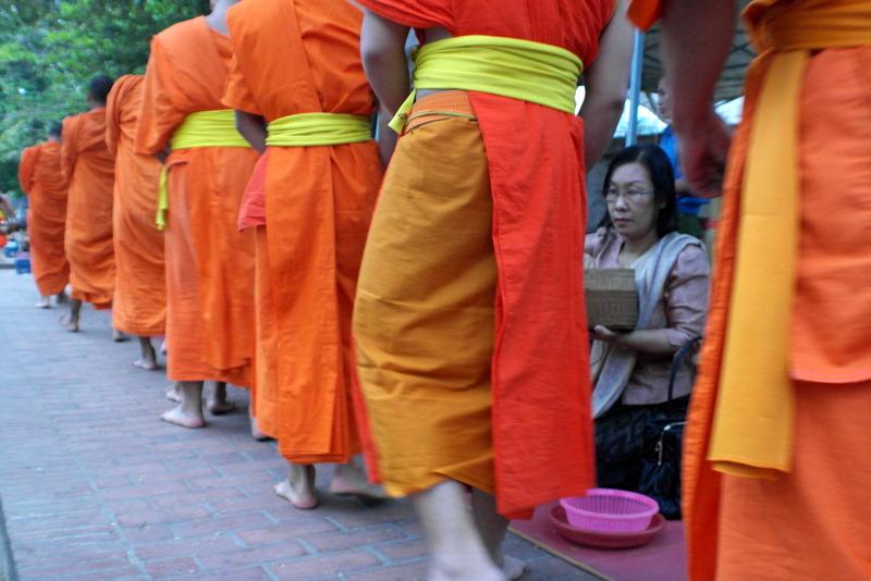 19-in-stilte-gaat-de-processie-door