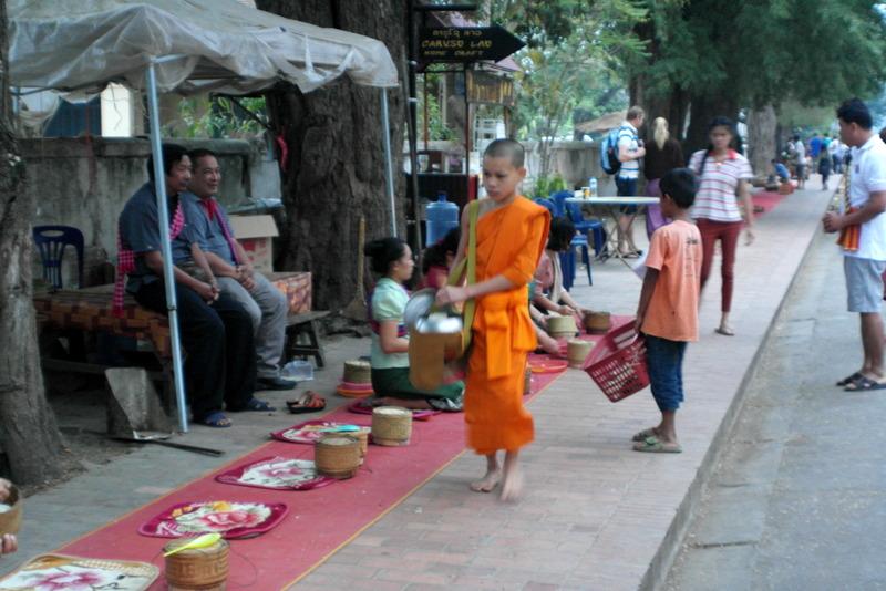 23-de-laatste-jonge-leerling-monnik-van-deze-ochtend-processie