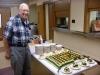 aandacht voor onze jarige 94 jarige - zingen en verjaardag taart voor ieder !