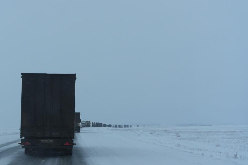 03-2012-11-25-karavaan-vrachtwagens-onderweg-naar-novosibirsk
