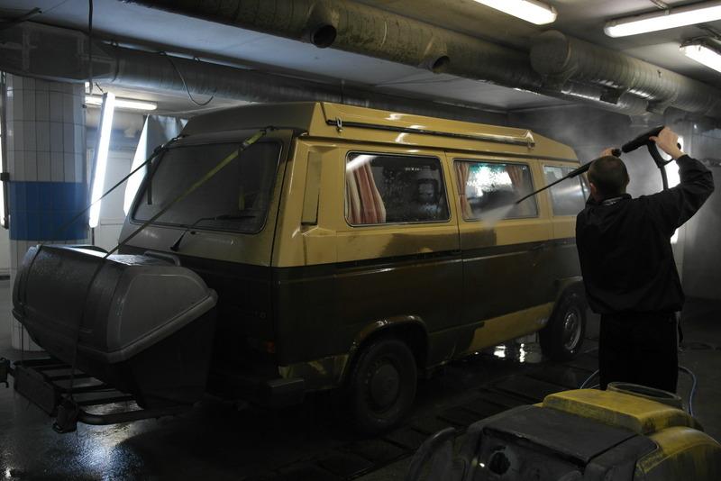 06-21-11-bus-bij-de-auto-moyka