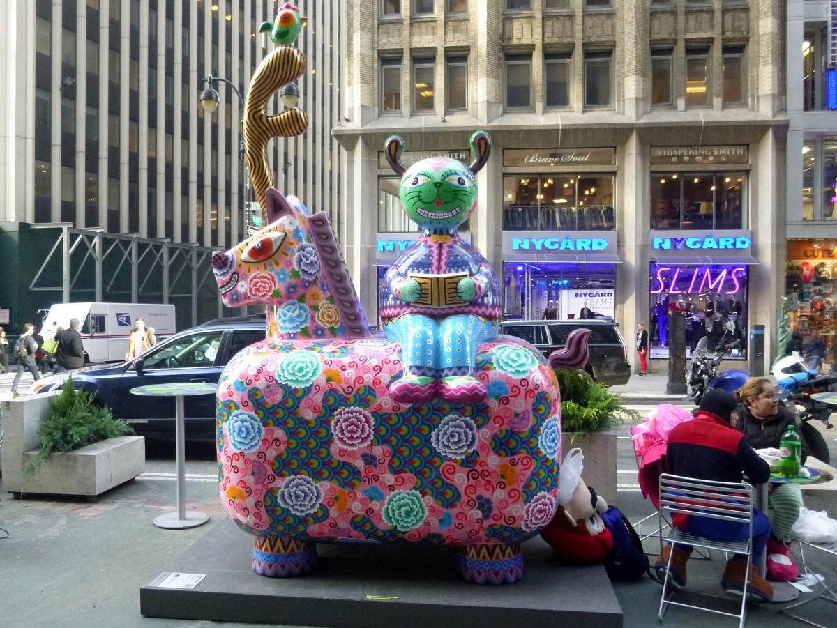 8 Fancy Annimal Carnival door Hung Yi, prachtige speelse kunst op straat – Broadway